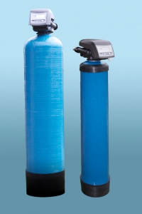 Iron removal and neutralising filter